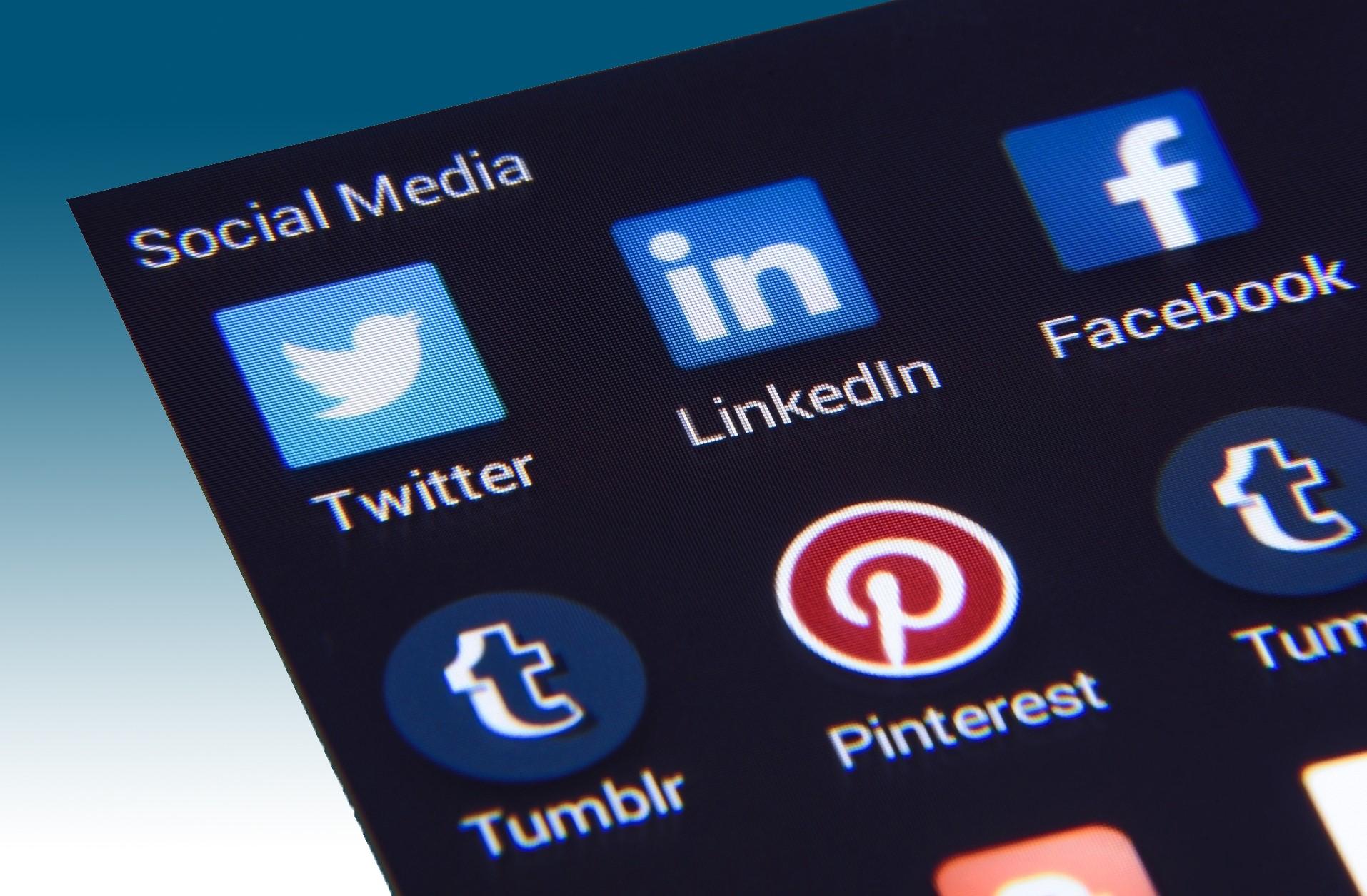 Beispiele für Flat Design Logos aus dem Social-Media-Bereich
